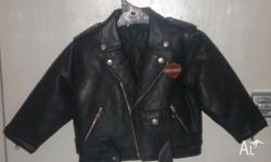 Cool fully lined Jacket filler 100% Polyester. Zipped