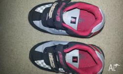 Boys roary shoes size 8. Very good condition. Having a