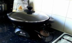 Rarely used electric wok in great condition with