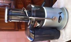 Breville juicer in excellent condition. Near new, easy
