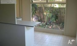 BURLEIGH HEADS, KOALA PARK. Close to transport, shops,