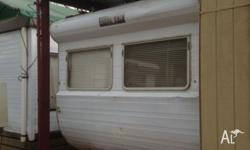 CARAVAN 20 FT EVERNEW TOWS WELL NEEDS SLIGHT REPAIR TO
