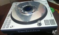 This CDJ has hardly been used, and in very good