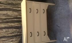 chest of 3 drawers - vintage $50