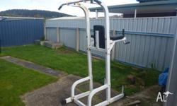 Sturdy and well made (I�m 100kg) showing a little bit