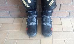 Hi there, selling my CIDI Crossfire 2002 boots, in