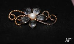 Classic style women's brooch with coloured flower in