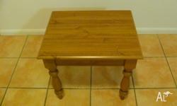 Pine coffee table for sale, great condition. PRICE