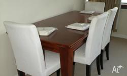 This dining set consists of a Flinders table and four