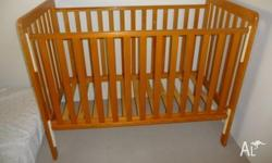 Wooden cot with retractable side. Base measures: 1300 x