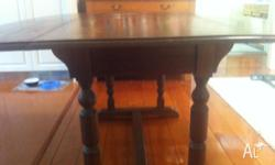 Beautiful,English Oak,drop leaf dining table. Sits 6 -