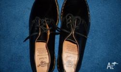 DR Martens shoe, SIZE 7, 4 eyes, received as gift but