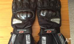 Dririder Adventure gloves. Size Large. Never worn. As