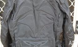 Mens Size: Large (Euro 52 Chest 107cm) VGC zip out