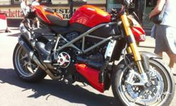Maginificent Ducati Streetfighter S immaculate