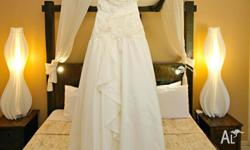 Gorgeous ivory wedding dress. Would suit size 8-10