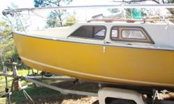 Fiberglass trailer sailor in good condition. Comes with