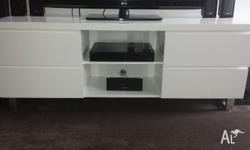 Entertainment Unit with 4 draws and 2 shelves excellent
