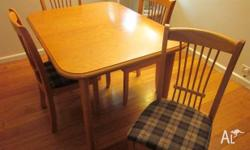 Great extending dining table 4 chair Seats 4-6 people