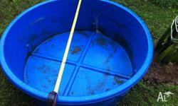 selling the round fish pond about 115cm.. good