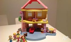 "Fisher price ""my first doll house"" with 5 family"