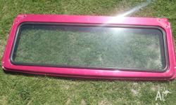 Selling an FJ40 Windscreen surround glass has a crack,