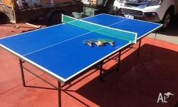 Table tennis table in good condition, comes with 4 x