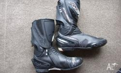 Barely worn RST Tractech boots sized 44EUR 11US Big on