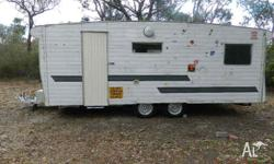 FRANKLIN 20 FOOT TANDEM CARAVAN � GREAT SPARE ROOM OR