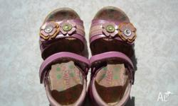 I'm selling my daughter's sandals that she has