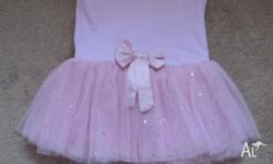 Girls dance dress size 4 (a small 4), good condition.