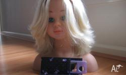 Girls hairdressing doll comes with comb and mirror