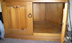"'Glenrowan' corner TV Unit - VGC - Fits a 31"" TV set;"