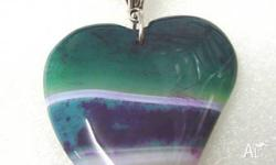 (1389) Heart shaped banded agate pendant bead has bands