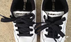Children's Heelys Skate Shoes. Size: US 2, UK 1, EUR
