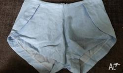 HIGH WASTED DENIM SHORTS SIZE SMALL / 8 LIGHT BLUE /