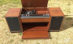 His master record player/ radio Turn table does not