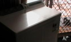 Hitachi twin tub washing machine. Very good condition.
