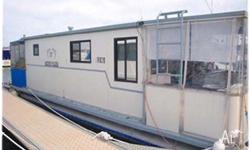 HOUSEBOAT EMILY JAKE, This houseboat has lots of