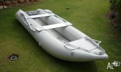 Inflatable boat easy to inflate. Rolls up to be put