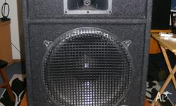 Specifications: - 1 x 15 inch Woofer - 3 x Piezo