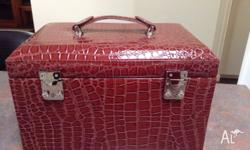 EXCELLENT 'AS NEW' CONDITION Jewellery Case (lockable)