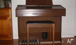 Model DX205 Very Good condition, Music books included,
