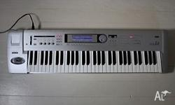 This Korg Triton Le 61 Keyboard is in excellent