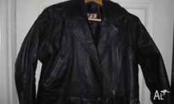 Ladies taylor made leather jacket. Suit size 14.