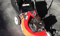 Masport Classic 300 Lawnmower in excellent condition.