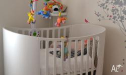 Fantastic Leander cot for sale. Comes with a junior bed