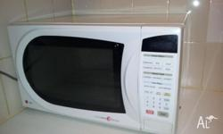 Works perfectly in excellent condition. This microwave