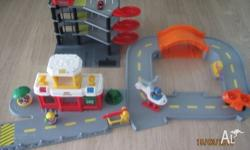 LITTLE PEOPLE AIRPORT 2 X PEOPLE, 1 TAXI, 1 AEROPLANE &