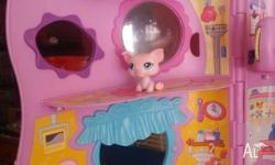 Littlest pet shop playset with 10 figures Nearly new